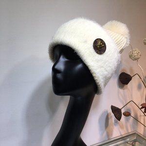 Louis Vuitton   hats